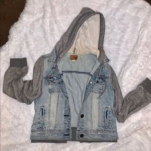 American Eagle French Terry Hooded Denim Jacket!💙